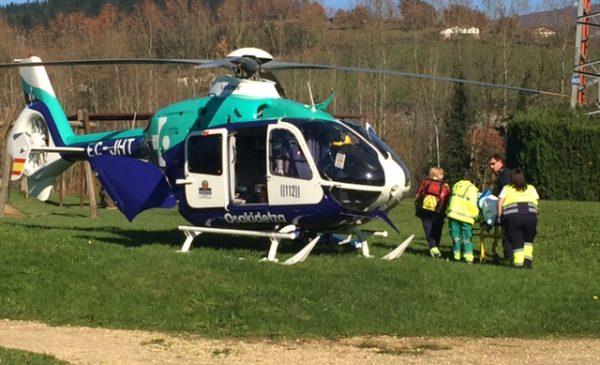 La herida ha sido trasladada en helicóptero FOTO. dotb.eus