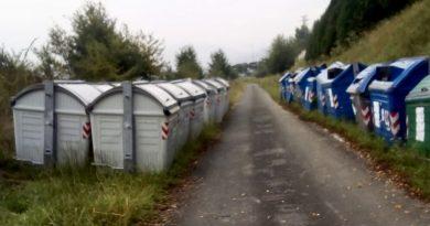 """[dotb.eus] [zuredot] Crece el enfado de los vecinos ante el aumento del """"cementerio de contenedores"""""""