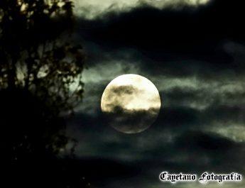 [dotb.eus] [fotos] [vídeo] La superluna de abril se deja ver en Durangaldea